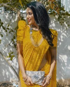 Looking for blouse designs to wear this summer? Check out these amazing ideas to look cool this season. Blouse Back Neck Designs, Sari Blouse Designs, Fancy Blouse Designs, Designer Blouse Patterns, Latest Blouse Designs, Saree Blouse Patterns, Skirt Patterns, Coat Patterns, Clothes Patterns