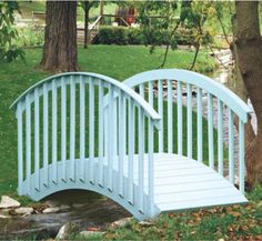Large Arch Bridge Wood Project Plan This Large Arch Bridge is perfect for spanning those pesky ditches seperating you from your mailbox. #diy #woodcraftpatterns