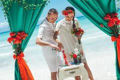 🇷🇺Семейные узы будут крепче, если раз в год обновлять свой медовый месяц в Доминикане ;) Отметить годовщину свадьбы можно красивой символической церемонией – например, вот таким романтическим обрядом, который называется The Unity Sand или «Песок единства». Жених и невеста выбирают каждый для себя песок определенного цвета, который символизирует их личность и характер, и смешивают их в одном сосуде. Например, красный – это радость и любовь, а зеленый – энергия и перемены. Их сочетание…