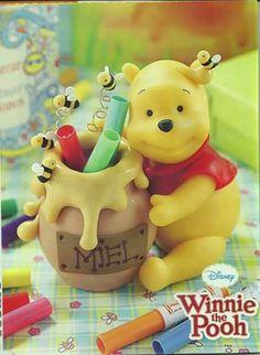 Winnie The Pooh Nursery, Winnie The Pooh Friends, Disney Winnie The Pooh, Polymer Clay Disney, Fimo Clay, Polymer Clay Crafts, Clay Bear, Christmas Cake Topper, Pot A Crayon