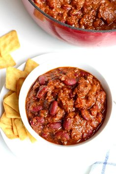 Your search for the best chili recipe is officially over! This is the best darn chili you will ever eat. Hearty and seasoned to perfection with some seriously delicious ingredients, it's sure to exceed all your chili expectations. Best Chili Recipe, Best Soup Recipes, Fun Easy Recipes, Chili Recipes, Slow Cooker Recipes, Fall Recipes, Easy Meals, Popular Recipes, Chili Cook Off