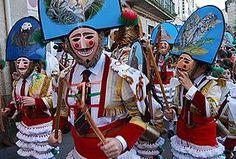 Verín, en Galicia: ( lugareños vestidos con su traje típico: el ciagarrón). Wikipedia, la enciclopedia libre