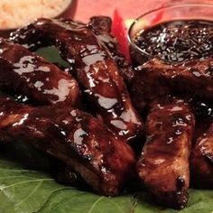 The secret ingredient in this sweet and sour pork ribs recipe is tamarind. Add some zest to your pork ribs! Pork Rib Recipes, Meat Recipes, Mexican Food Recipes, Cooking Recipes, Bbq Pork, Pork Ribs, Charcuterie, Good Food, Yummy Food