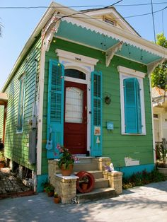 green shotgun house in New Orleans