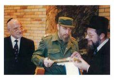 """La Comunidad Judía de Cuba vive """"con tristeza y dolor la pérdida de un hombre que hizo victoria"""" - http://diariojudio.com/noticias/la-comunidad-judia-de-cuba-vive-con-tristeza-y-dolor-la-perdida-de-un-hombre-que-hizo-victoria/222286/"""