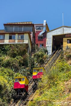 Ascensor Espiritu Santo, Valparaiso Chile, Buses, Around The Worlds, Country, House Styles, Amor, Mosaics, Paintings, Paint Flowers