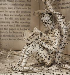 Escultura em livros.