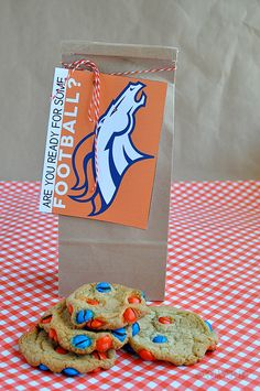 Sport Team Cookies with Printable- perfect to kick off the football season www.thirtyhandmadedays.com