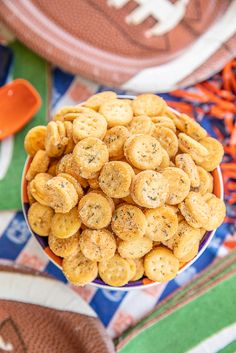 Cheesy Ranch Crackers – ritz bits tossed in a quick ranch mixture. Great for parties and in soups… Ranch Crackers, Ritz Crackers, Ham Cheese Sliders, Crackers Appetizers, Ritz Cracker Chicken, Peach Syrup, Game Day Snacks, Ritz Bits, Football Food