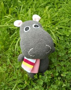 Sock hippo-- I like this SO much more than the creepy sock monkeys Sock Crafts, Cute Crafts, Sewing Crafts, Sewing Projects, Dou Dou, Sock Puppets, Sewing Stuffed Animals, Cardboard Toys, Sock Toys