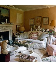 """lunchlatte: """"living room, Nicky Haslam design, from the book Nicky Haslam's Folly de Grandeur: Romance and Revival in an English Country House, publised by Rizzoli · Simon Upton """" Cottage Living, Cozy Living, My Living Room, Country Living, English Country Decor, Country Charm, English Farmhouse, Deco Addict, English House"""