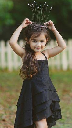 Cute little baby, cute baby girl, cute girls, cute babies, baby kids Cute Little Baby Girl, Cute Kids Pics, Cute Baby Girl Pictures, Beautiful Baby Girl, Baby Kind, Cute Girls, Baby Girls, Baby Girl Poses, Baby Photos