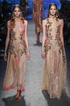 #AlbertaFerretti  #fashion  #Koshchenets Alberta Ferretti Fall 2016 Ready-to-Wear Collection Photos - Vogue
