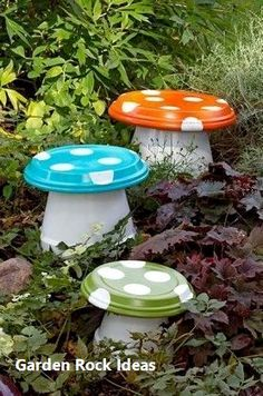 23 DIY Garden Mushrooms Design to Increase Your Backyard 12 Diy Garden Projects, Garden Crafts, Diy Garden Decor, Garden Art, Garden Design, Garden Beds, Rocks Garden, Garden Totems, Garden Whimsy