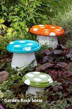 23 DIY Garden Mushrooms Design to Increase Your Backyard 12 Diy Garden Projects, Garden Crafts, Diy Garden Decor, Garden Whimsy, Garden Decorations, Amazing Gardens, Beautiful Gardens, Organic Gardening, Gardening Tips