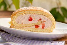 Ich bin voll von der Rolle – von der Erdbeer-Quark-Rolle genauer gesagt. Schon wieder habe ich ein Stück verputzt, und sie schmeckt einfach so göttlich. Da weiß ich mal wieder, dass ich an jedem anderen Kuchen sofort vorbeilaufe, wenn diese Rolle am Kuchenbuffet auf mich wartet. Mindest einmal pro Erdbeer-Saison sollte man sich diesen Klassiker...Read More »