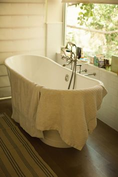 LocalRose- Old Fashion Bathroom - Claw-foot tub