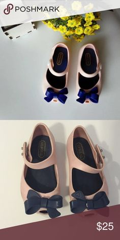 Mini Melissa Ultra girl bow - pink with navy bow Mini Melissa Ultra girl bow - pink with navy bow. Worn but still have lots of wear in them. Pet/smoke free home. Mini Melissa Shoes Sandals & Flip Flops