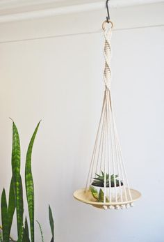 Most current Absolutely Free Macrame hanging wooden basket / macrame plants Tips If there is little place for the keeping of flowerpots, holding flowerpots certainly are a excellent Crochet Plant Hanger, Macrame Plant Hanger Patterns, Macrame Plant Holder, Macrame Patterns, Diy Macrame Wall Hanging, Wall Plant Hanger, Indoor Plant Hangers, Wood Basket, Macrame Design
