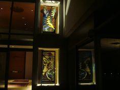 #ARTONTHEWALLS Las tres ventanas de la artista Marta Minujín en la casa de esta coleccionista argentina, están en estrecha relación con el diseño arquitectónico de la casa para que la luz penetre a través de ellas como si fuera un vitral. Imágenes enviadas por la Galería RO.