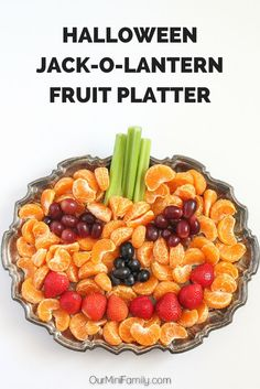 Halloween, Jack-O-Lantern Fruit Platter Our Mini Family: Spooky Walking Taco Party Halloween Fruit, Halloween Appetizers, Halloween Food For Party, Halloween Desserts, Halloween Birthday, Healthy Halloween Treats, Is Halloween A Holiday, Halloween Recipe, Halloween Crafts