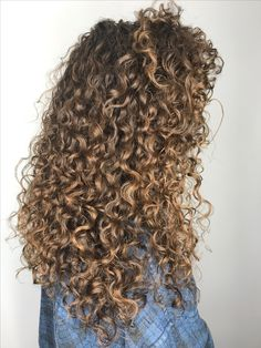 63 stunning examples of brown ombre hair - Hairstyles Trends Curly Hair Tips, Long Curly Hair, Curly Hair Styles, Cabello Hair, Colored Curly Hair, Permed Hairstyles, Ombre Hair, Gorgeous Hair, Hair Type