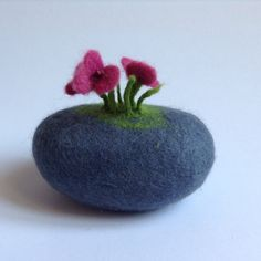 felted stone with felted flowers merino wool door lovebluecats, €20.00