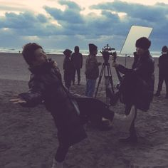 Here are some photos taken when both of them are filming for Refrain Refrain first MV 「花」.