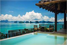 Sensaciones en el paraíso    El Six Senses Yao Noi está ubicado en la isla de Yao Noi - Pucket, Tailandia. Es un refugio tranquilo, situado lejos del bullicio de la gran ciudad, rodeado de selva.   Ofrece una de las mejores vistas del mundo ya que está situado justo delante de la bahía de Phang Nga, patrimonio de la humanidad.  Dispone de 56 villas totalmente aisladas la una de la otra, que van desde los 154 m2 hasta los 228 m2 de la 'Pool villa Suite'.  Cada villa cuenta con una…