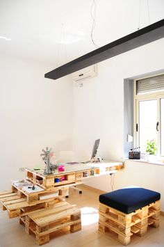 Desk made from pallets | Workspace | Home Office Details | Ideas for #homeoffice | Interior Design | Decoration | Organization | Architecture