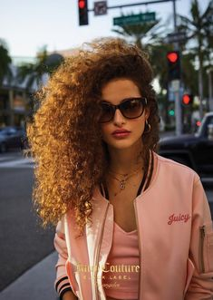 Beauty And Fashion Curly Hair Styles, Short Curly Hair, Natural Hair Styles, Hair Inspo, Hair Inspiration, Poses, Curly Wurly, Biracial Hair, Hippie Hair