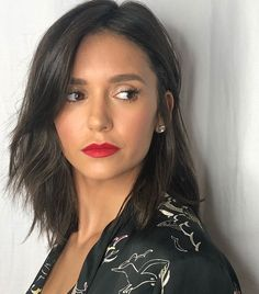 This Weekend Nina Dobrev Reminded Us How Powerful a Classic Lip Look Can Be Hair Inspo, Hair Inspiration, Nina Dobrev Hair, Nina Dobrev Makeup, Medium Hair Styles, Curly Hair Styles, Katherine Pierce, Grunge Hair, Shoulder Length Hair