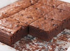 Hot out of the oven from Julie's Kitchen, these gluten-free, vegan Sweet Potato Brownies not only think outside the box (literally!)… they are simply divine! Get the recipe here and try 'em out for yourself! Steamed Sweet Potato, Mashed Sweet Potatoes, My Recipes, Cookie Recipes, Dessert Recipes, Sweet Potato Brownies Vegan, Hungarian Recipes, No Cook Desserts, Dark Chocolate Chips