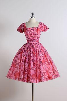 Flor de cerezo. vestido vintage de los años 1950. Vestido de