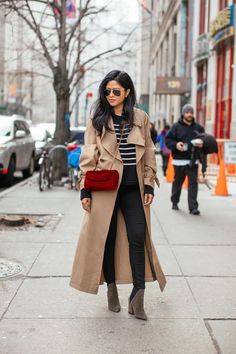 Ever since my Burberry Trench Coat post ( if you missed it, you can see it here), I've been all about styling trench coats in different ways. This particular one is a longer and oversized version of a