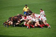 dos equipos de rugby jugando against nosostros.