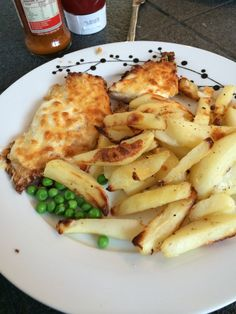 Syn free chicken parmo and chips on extra easy. Breadcrumbs and cheese as HE a&b Chicken Parmo Recipe, Free Chickens, Syn Free, Slimming World Recipes, Bread Crumbs, Free Food, Food And Drink, Chips, Tasty