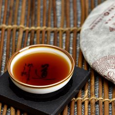The glutinous rice aroma of Menghai Palace Ripened Pu-erh Cake Tea is very outstanding, which is suitable for the new tea friends who want to try ripened Pu-erh tea.