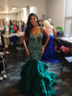 Onica Blaize, Mrs. Georgia America 2016, graced the stage in this jaw-dropping emerald green evening gown. The Color -  This color is one of my favorites to see on the stage. Emerald green is becoming more popular for evening gowns but is still rare to see on multiple contestants at the same pageant. Onica made a great choice on the color. I love this color against her complexion and dark hair.