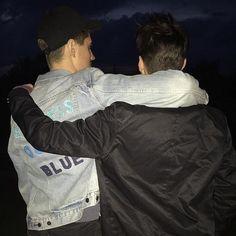 boys x boys ( Tumblr Gay, Fotos Tumblr Boy, Boy Best Friend, Best Friends, Cute Gay Couples, Cute Couple Pictures, Boys Like, Best Love Quotes, Couple Goals