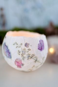 Check out these DIY paper mache ideas and projects for doing something creative in the upcoming weekend. All these DIY paper mache crafts are great to do with kids and friends. Paper Mache Bowls, Paper Mache Crafts, Flower Crafts, Flower Art, Diy Crafts For Kids, Fun Crafts, Summer Crafts, Papier Diy, Nature Crafts