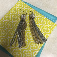 💋FREE💋Banana Republic earrings Like new in perfect condition, free with purchase over $35 Banana Republic Jewelry Earrings