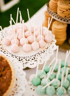 Little light pink cake pops! Yes a quick yummy snack for the party!