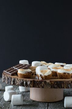 S'mores Bites - a twist on the classic dessert, make these little S'mores Bites in the oven! Making and enjoying s'mores is a summer classic. Yummy Treats, Delicious Desserts, Sweet Treats, Yummy Food, Desserts To Make, Food To Make, Baking Desserts, Cookie Recipes, Dessert Recipes