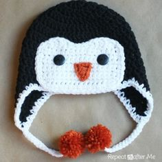 Repeat Crafter Me: Crochet Penguin Hat Pattern. Used this pattern for penguin hat but didn't want button eyes. Crochet Penguin, Sombrero A Crochet, Crochet Kids Hats, Crochet Beanie, Cute Crochet, Crochet Crafts, Yarn Crafts, Crochet Projects, Crochet Animal Hats