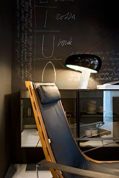 Design Classic: Snoopy Table Lamp by Flos Snoopy, Lamp Design, Lighting Design, Cosy Reading Corner, Diy Zimmer, Italian Lighting, Visualisation, Lounge, Led