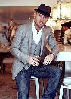 How to wear jeans on a friday nightdate outfit .now go forth and share that BOW & DIAMOND style ppl! Looks Style, Looks Cool, Men Looks, Sharp Dressed Man, Well Dressed Men, Matt Goss, Look Man, Moda Chic, Inspiration Mode
