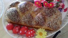 Είναι κάποιες μυρουδιές, φίλες μου κάποιες γεύσεις που είτε το θέλουμε είτε όχι είναι ταυτίσμένες Greek Easter, Greek Desserts, French Toast, Bread, Breakfast, Food, Breakfast Cafe, Essen, Breads