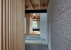 Pale brickwork lines the living areas of this Sydney house by local studio Andrew Burges Architects, while the bedrooms are in blackened wood volumes on top Architecture Awards, Residential Architecture, Plywood House, Australia House, Sydney Australia, Courtyard House, Brick And Mortar, Brickwork, Stone Houses
