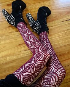 e0fa9b751fb 13 fantastiche immagini su Stockings woman - girl
